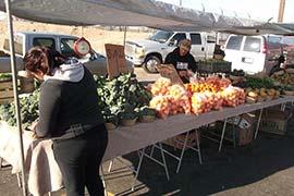 Madera Flea Market vendedor de frutas